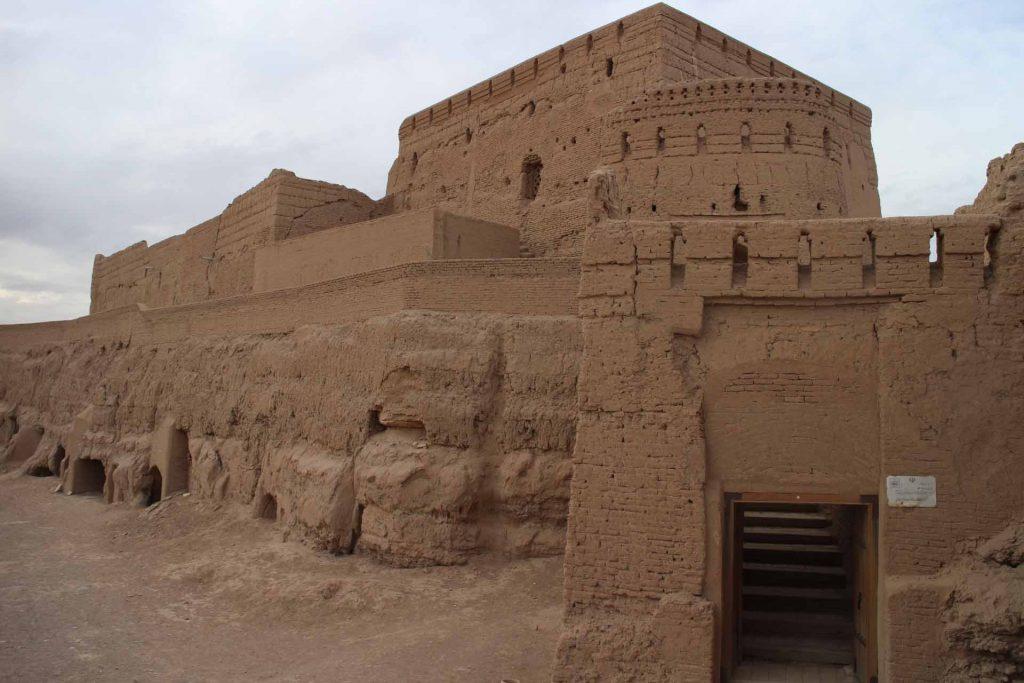 نارین قلعه میبد در تور چک چک ومیبد