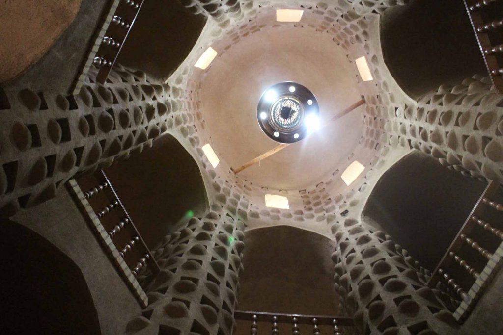 برج کبوتر خانه میبد لانه جهت آشیانه 4000 کبوتر داراست.
